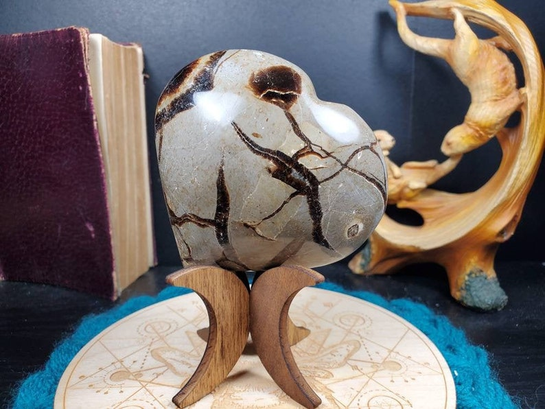 Large Septarian Heart Dragon Stone Carving Enlightenment Communication Crystal Carved Calcite Aragonite Barite Chalcedony Limestone