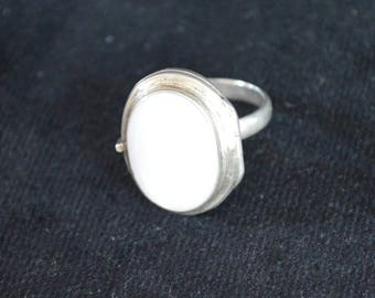 925 Sterling Silver Mother Of Pearl Locket Ring- Size 8