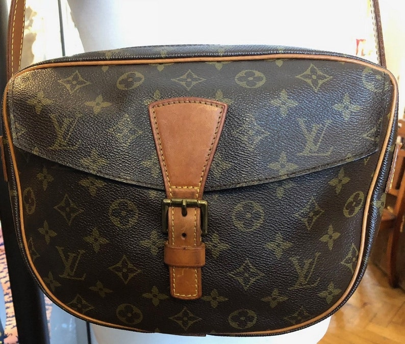 d99e5582f598 LOUIS VUITTON Jeune Fille Brown Monogram Crossbody Bag Vey