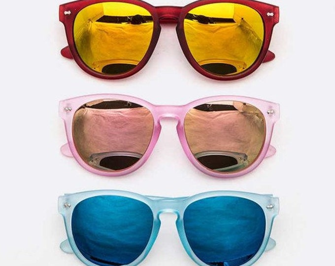 Featured listing image: Colorful classic sunglasses for kids