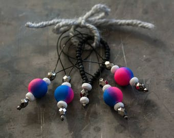 Blue and Pink Round Stitch Markers - ( 4 plus 1 Accent Marker)