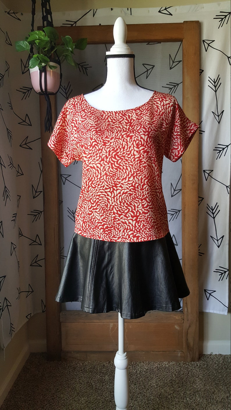 Vintage 80s red floral box top blouse with button detail