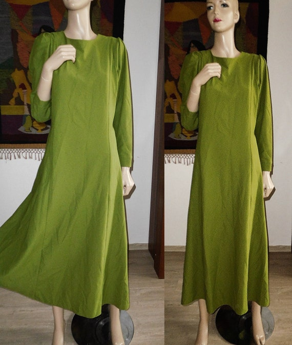 Green Long Dress/Very Modern Elegant - image 1