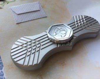 Batman style spinner