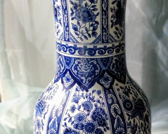 Delfts blue vase from Royal Sphinx Maastricht, Made in Holland