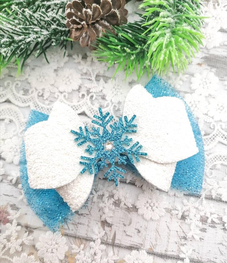 Snowflake hair bow-Winter hair bow-Christmas glitter hair bow-Baby girl hair bow-Christmas snowflake hair clip