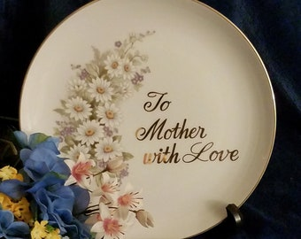 Show your mother some love this Mother's Day with this charming commemorative plate