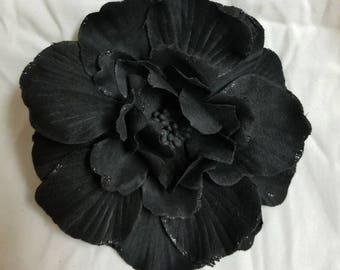 Black daisy hair clip
