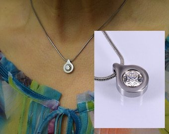 Snake necklace with pendant and cubic zirconia white