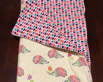 Twinkleblandy Soft Hedgehog and rainbow heart baby blanket