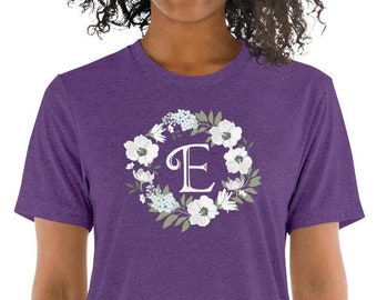 8cb774db0 Short sleeve t-shirt, hand-painted flower wreath, E as initial letter  monogram, white blossoms, individual and design present for women