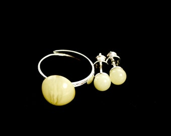 White amber caboshon ring and charming earrings, amber jewellery sets, gift for mom, designed sets, trends sets, simple gifts