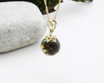 Exclusive amber pendant, beautiful amber colour, unique design, unique gift pendant