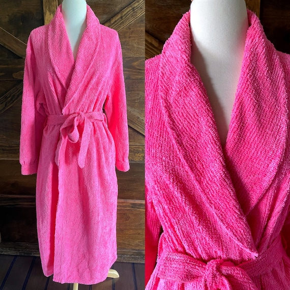 Vintage chenille robe, fuchsia pink, by Tuftees, 1