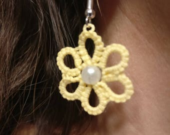 daisy earrings, tatted earrings, lace earrings
