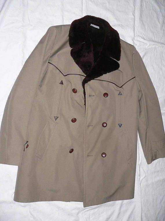 Coat in pure mew wool Size EU 44-46  UK 18-20  US 14-16 Chest 110 cm  43,3 inches. Winter coat from the 1960s