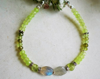 Peridot (A), Labradorite (A) gemstones, 925 Sterling silver beads, clamshell, chain, white gold plated clasp