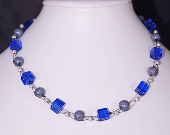 Beautiful necklace, short, blue, but also other colors possible, braided