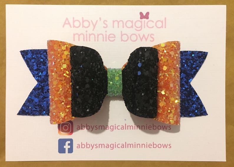 Goofy inspired hair bow / Disney hair bow / glitter bow / image 0