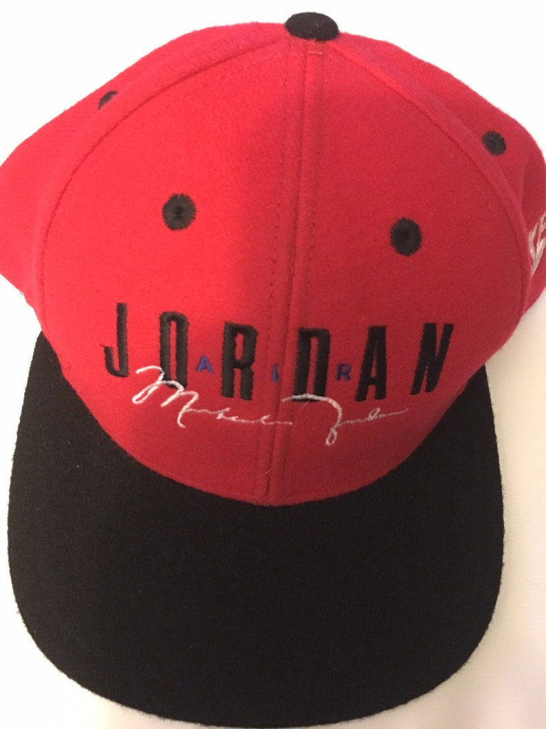 20d0a141bb1a25 Very Rare Vintage 90s Michael Jordan SnapBack