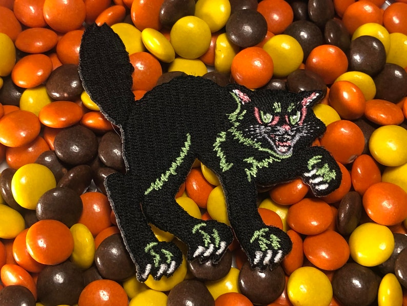 Trick Or Treat Vintage Happy Halloween Decoration Cat Iron-On image 0