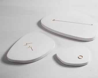 White Concrete asymmetric tray | Large | catchall tray | desk organizer | modern decor | keys tray | jewelry display | beton | kitchen set |