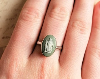 Wedgwood Ring Sage Green Jasper Diana The Hunter Oval Cameo Sterling Silver c1960s/70s Classical Artemis US:9, UK-S, V. Large Fit Gift Boxed