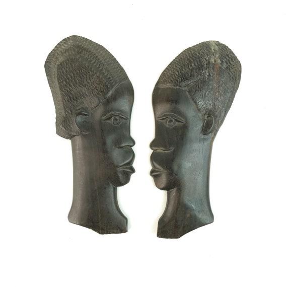 Paire de plaques en bois vintage mural têtes Sculpture africaine fait à la main bois sculpture cadeau héritage noir tribal