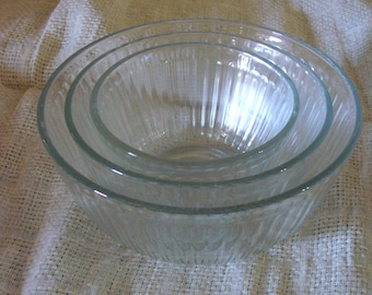 Vintage Pyrex Glass Mixing Bowls// Clear Glass, Ribbed Mixing Bowl Set// Set of 3 Glass Mixing Bowls