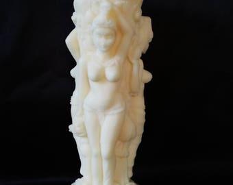 Eco Art Candle of 3 ladies. Made durable koolzaadwas.