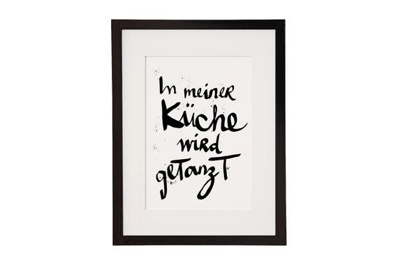 Poster In meiner Küche wird getanzt - Poster Küche - Kunstdruck - Poster  Esszimmer - Motiv Tanzen - A5 bis A1 - auch mit Rahmen erhältlich