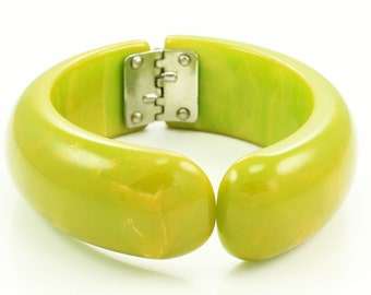 Vintage Creamed Spinach BAKELITE BANGLE Hinged CLAMPER Bracelet Green w/ Yellow Swirls