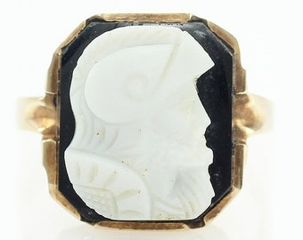 10K Cameo Art Deco Signet Ring - Vintage Black White Hardstone Soldier Sentry Warrior - 3.4 grams Size 6 - Vintage Fine Jewelry