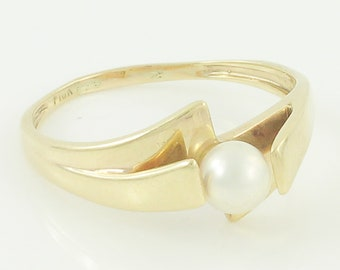 10K Gold Cultured Pearl Ring - 1970s Bypass 10K Yellow Gold 5mm Pearl Ring - Alternative Engagement Ring - June Birthstone - Vintage Jewelry