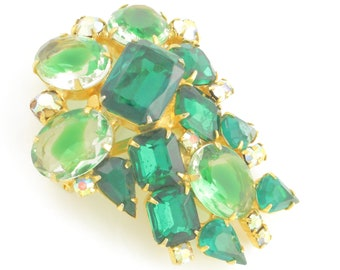 Vintage Emereald Green Givré Glass Cluster STATEMENT BROOCH Pin in Gold Tone - Bright Green Rhinestones circa 1960 - Vintage Jewelry