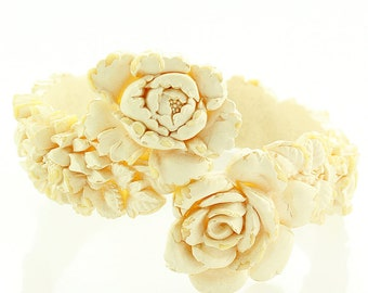 Vintage Wedding Cake Flower Celluloid Bypass Bangle Bracelet - 1950s Floral Ivory Featherlight Plastic Jewelry