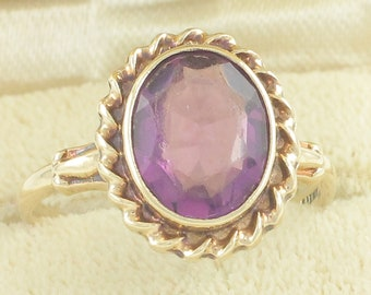 Vintage 10K Purple Lab Created Spinel Ring - ESEMCO Oval Scalloped Border - Shiman Manufacturing - 2 grams Size 6 - Vintage Fine Jewelry