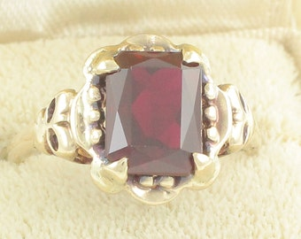 Victorian Revival Deep Red Created Spinel Ring - 10K Yellow Gold Scissor Cut w Bow Decoration - Samsan Co 2.8 gr Size 6 - Vintage Jewelry