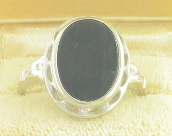 Vintage Black Onyx 10K White Gold Ring - Scalloped Bezel Oval Stone by House of Kraus - circa 1950s Size 7.25 - Vintage Fine Jewelry