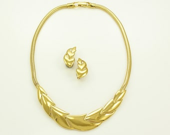 Vintage Trifari Chevron Choker and Earrings Gold Tone - 1970's Bold Necklace - Signed Costume Jewelry