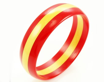 "WWII Era Laminated Bakelite Bangle Bracelet in Creamed Corn and Red 3/4"" Wide"