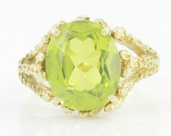 Green Peridot 10K Ring - 5 CT Oval August Birthstone in Organic Mounting - Size 6.25 - Modern Retro Circa 1960s - Vintage Fine Jewelry