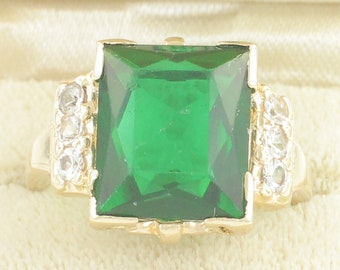 10K Yellow Gold Green and Clear Lab Created Spinel Ring - Scissor Cut Center Stone - 5.4 g Size 6.5 circa 1950 Mid Century - Vintage Jewelry