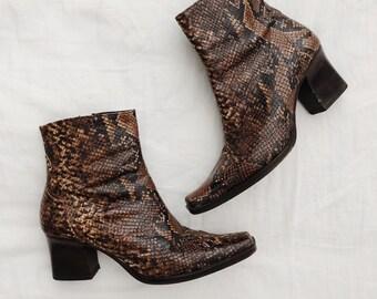 de3350bbd764 Vtg Leather Snake Skin Ankle Booties