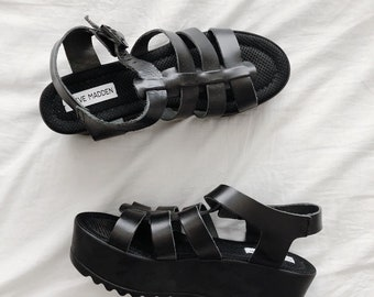 f7ebdcd2446 90 s Steve Madden Strappy Platform Sandals