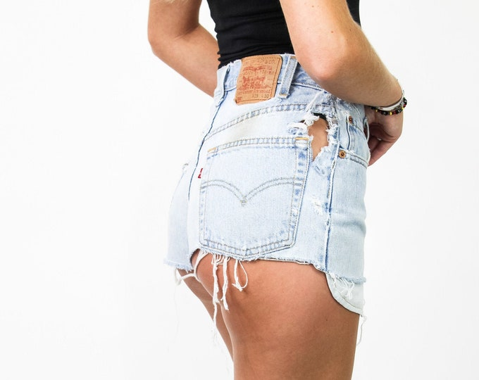 Levi's 550 Cheeky Distressed Vintage Cut Off Shorts Size 25/26