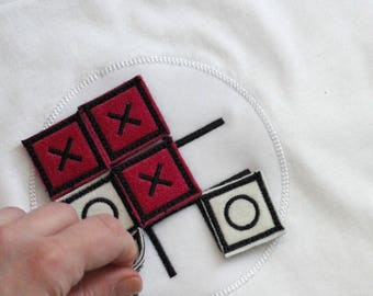 Boys Noughts and Crosses Interactive Kids T-shirt Game TIC TAC TOE Funny White Top