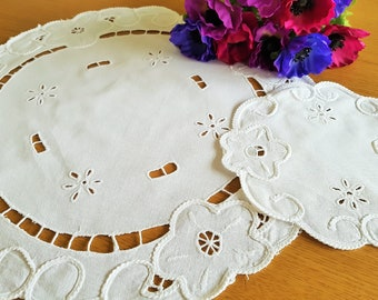 "Vintage white cotton mat and coaster set/ Chain stitch decoration and embroidered flowers/15cm 30cm 6"" 12"" diameter"