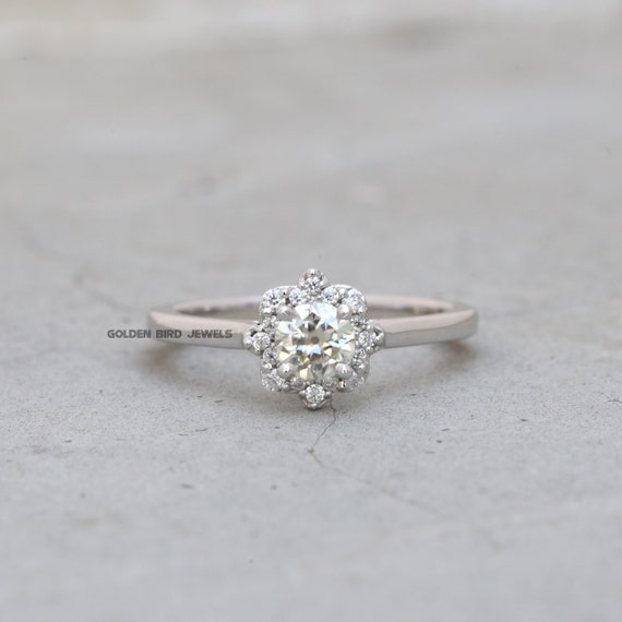 0.30Ct to 4.00Ct Round G-H-VVS Moissanite Round Diamonds Claw Setting Earrings