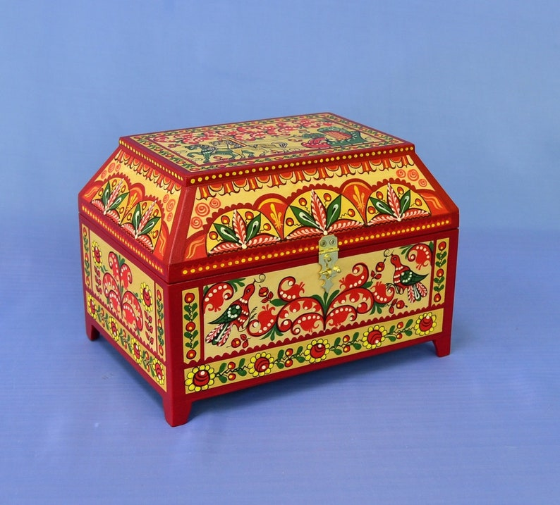 Casket for jewelry,A fabulous box,Box with lockThe trunk of the bride.Painted box,Chest with lid,Chest for storage,Box,A wooden box